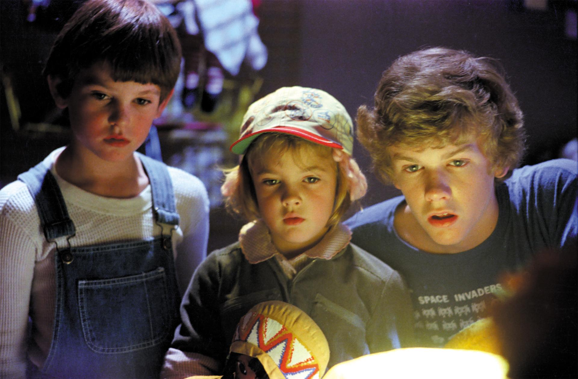 Henry Thomas, Drew Barrymore, Robert MacNaughton in E.T. - The Extra-Terrestrial (1982)