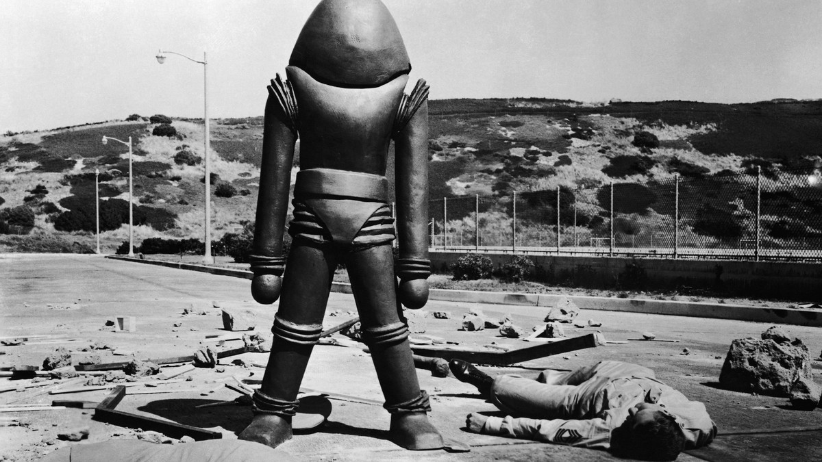 An alien in arth Vs the Flying Saucers (1956)