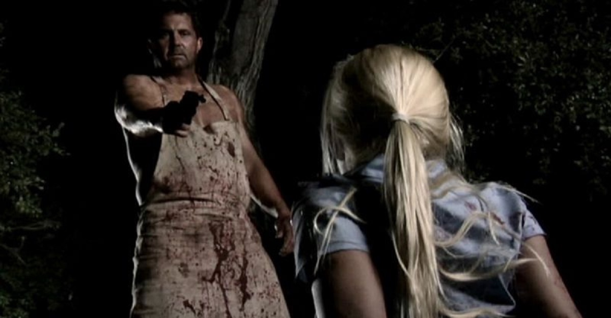 Ed Gein (Kane Hodder) approaches a victim in Ed Gein: The Butcher of Plainfield (2007)