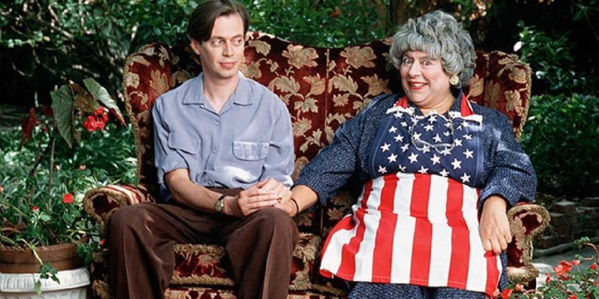 Momma's boy Steve Buscemi and his resurrected mother Miriam Margolyes in Ed and His Dead Mother (1993)