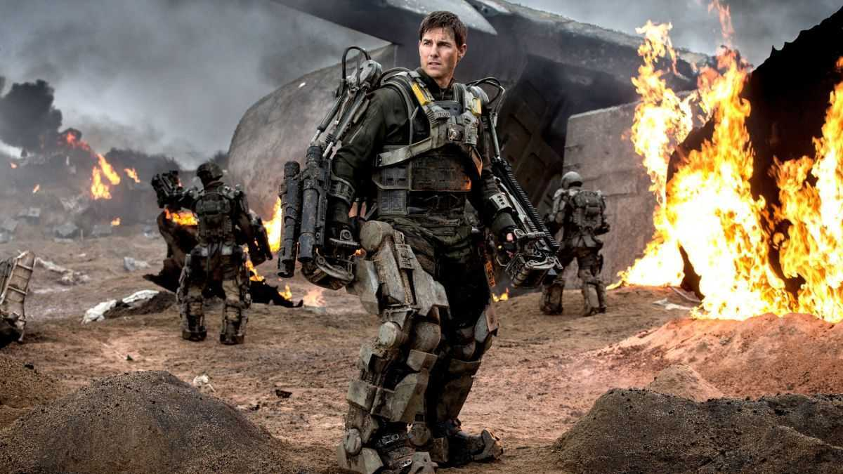 Tom Cruise in battle arrmour in Edge of Tomorrow (2014)