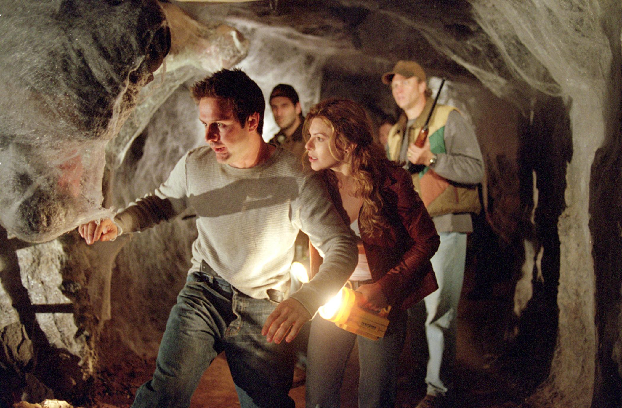 David Arquette, Kari Wuhrer enter the spider nest in Eight Legged Freaks (2002)