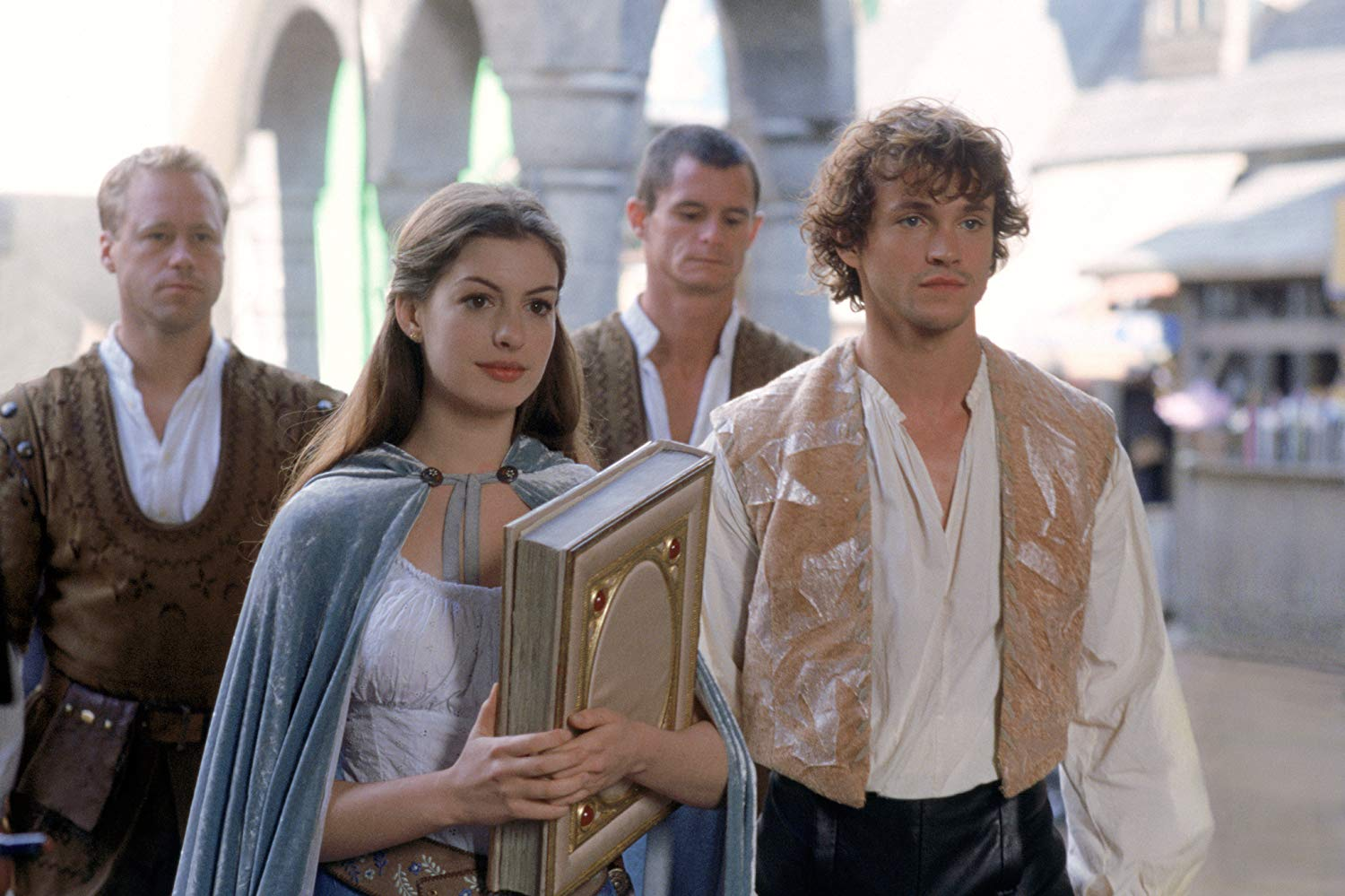 Ella (Anne Hathaway) and Char (Hugh Dancy) in Ella Enchanted (2004)