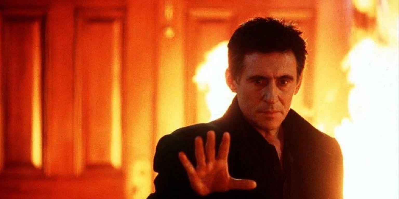 The Devil as an investment banker (Gabriel Byrne) in End of Days (1999)