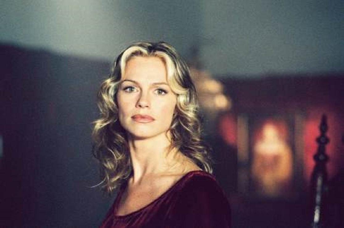 Caroline Néron as the modern-day Elizabeth Bathory in Eternal (2004)