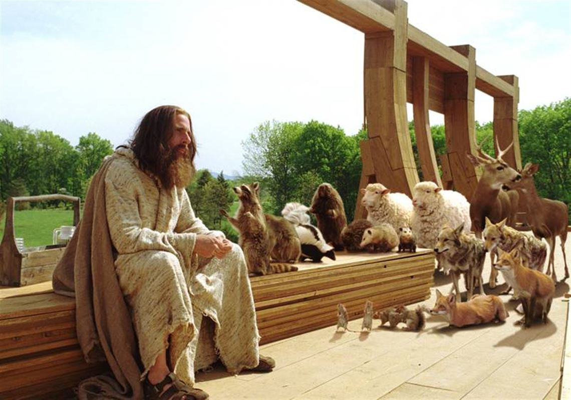 Evan (Steve Carell) as a modern-day Noah building his Ark in Evan Almighty (2007)