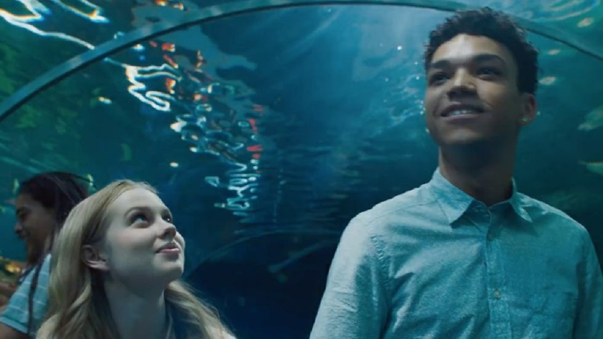 Angourie Rice with A in the body of her boyfriend Justice Smith sneak off to the aquarium in Every Day (2018)