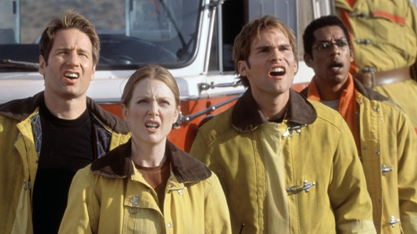 Investigating alien lifeforms - (l to r) David Duchovny, Julianne Moore, Seann William Scott and Orlando Jones in Evolution (2001)