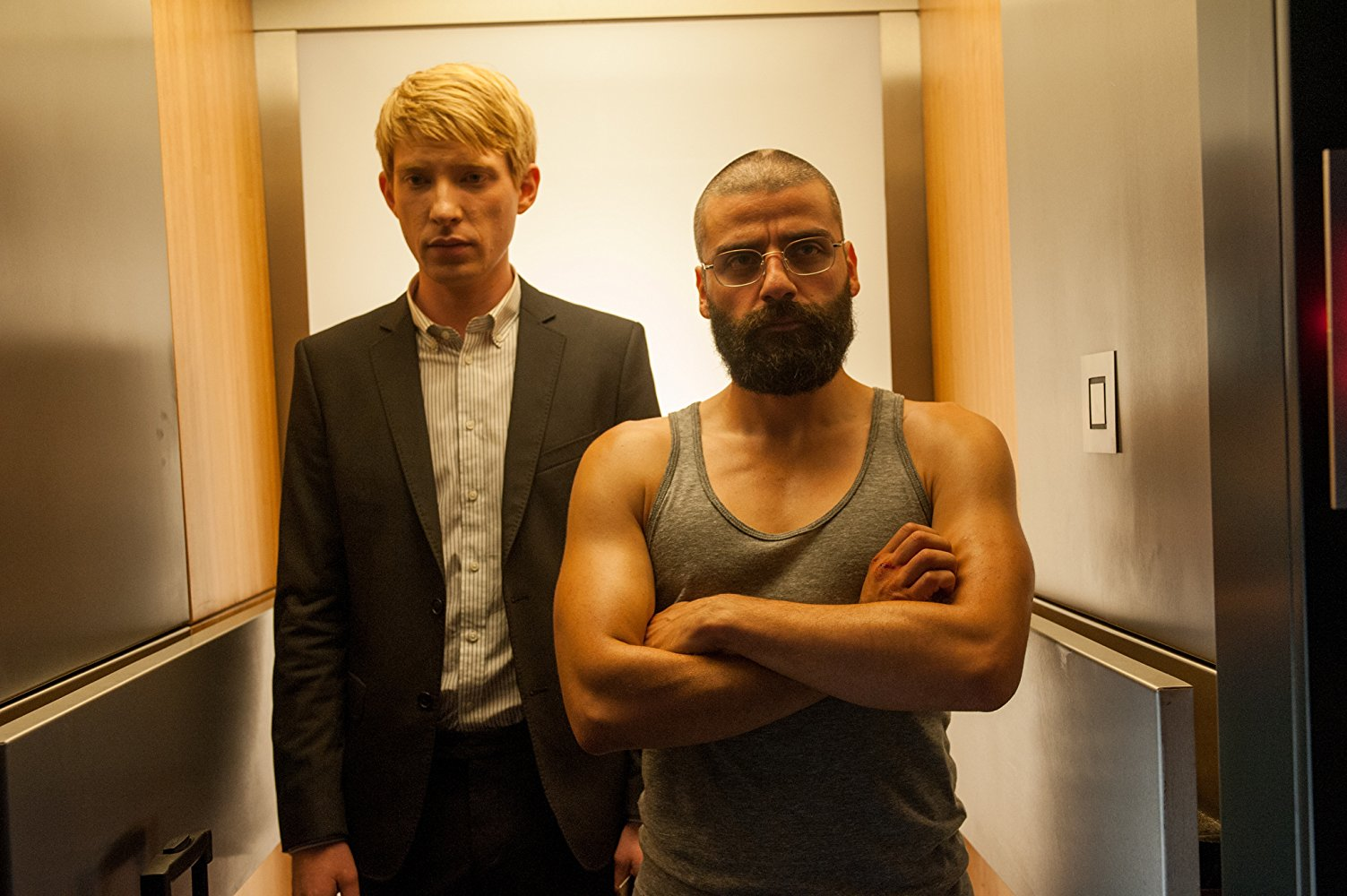D(l to r) Domhnall Gleeson as Caleb and Oscar Isaac as the A.I.'s creator Nathan in Ex Machina (2015)