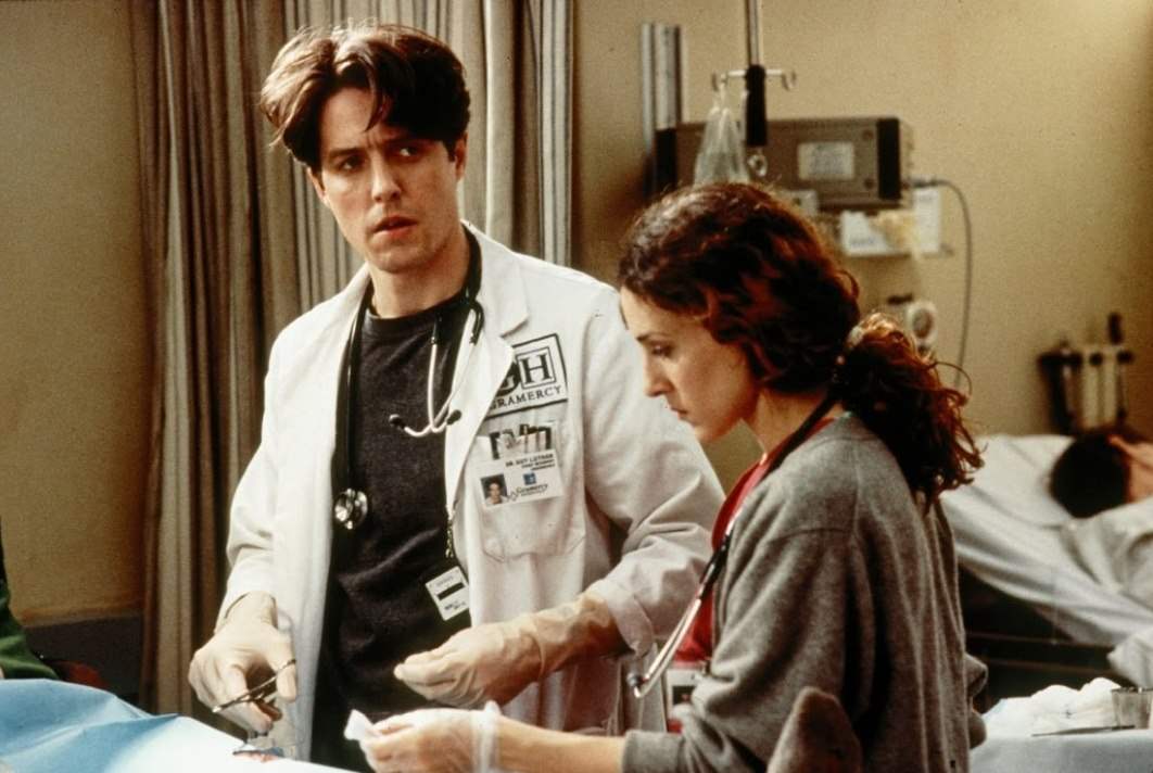 ER doctor Hugh Grant and his girlfriend, nurse Sarah Jessica Parker in Extreme Measures (1996)