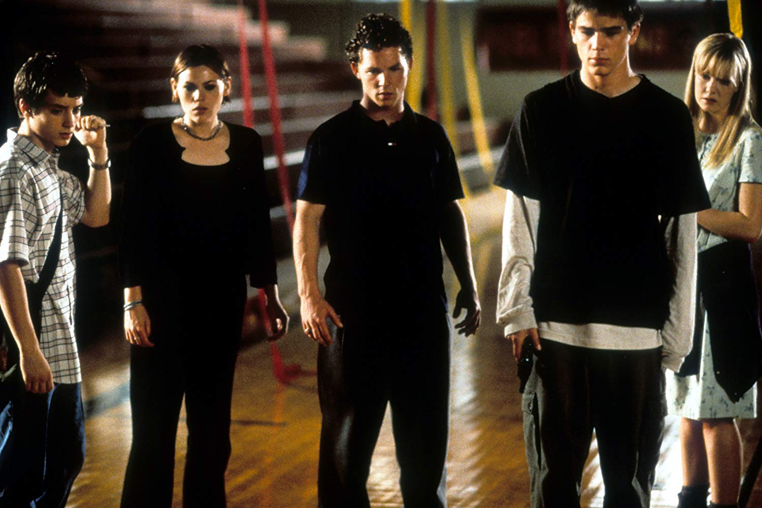 Teens vs alien body snatchers - Elijah Wood, Clea DuVall, Shawn Wayne Hatosy, Josh Hartnett and Laura Harris in The Faculty (1998)