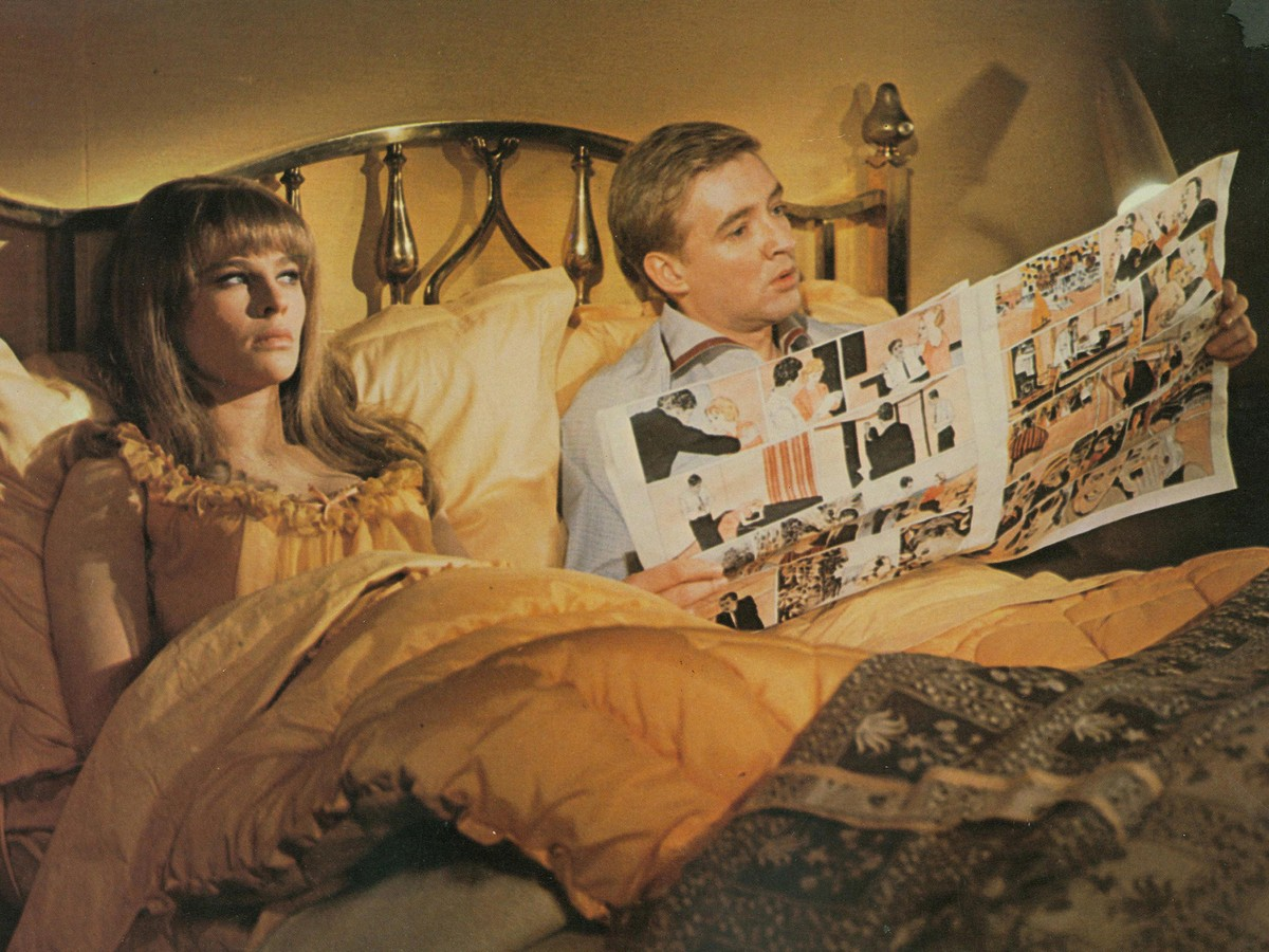 Montague (Oskar Werner) and his wife Linda (Julie Christie) in Fahrenheit 451 (1966)