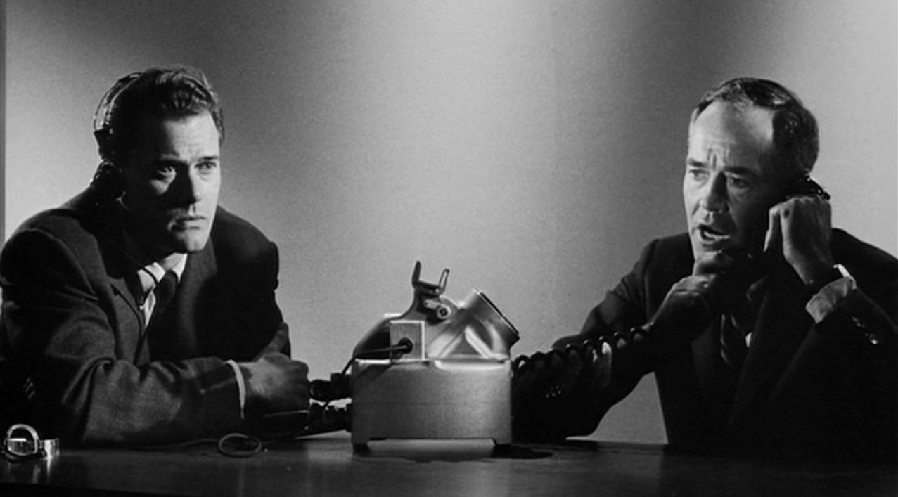 US President (Henry Fonda) on the phone to Moscow with his Russian translator (Larry Hagman) in Fail-Safe (1964)