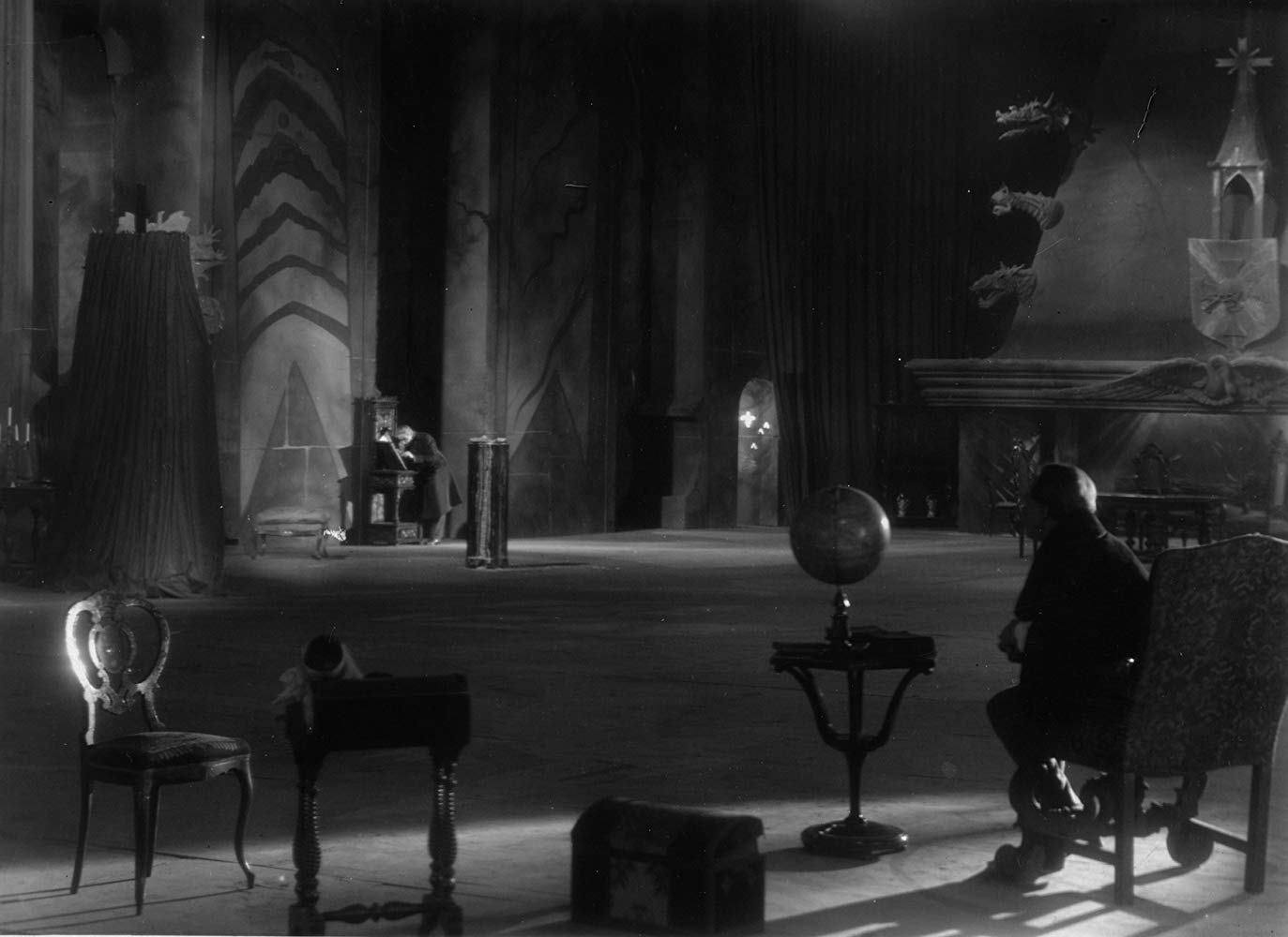 The interior of the House of Usher in The Fall of the House of Usher (1928)