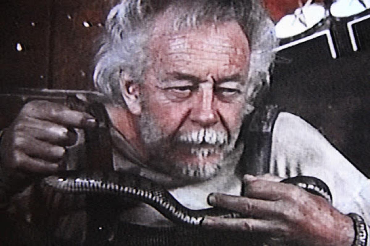 Les Tremayne as Snakey Bender in Fangs (1974)