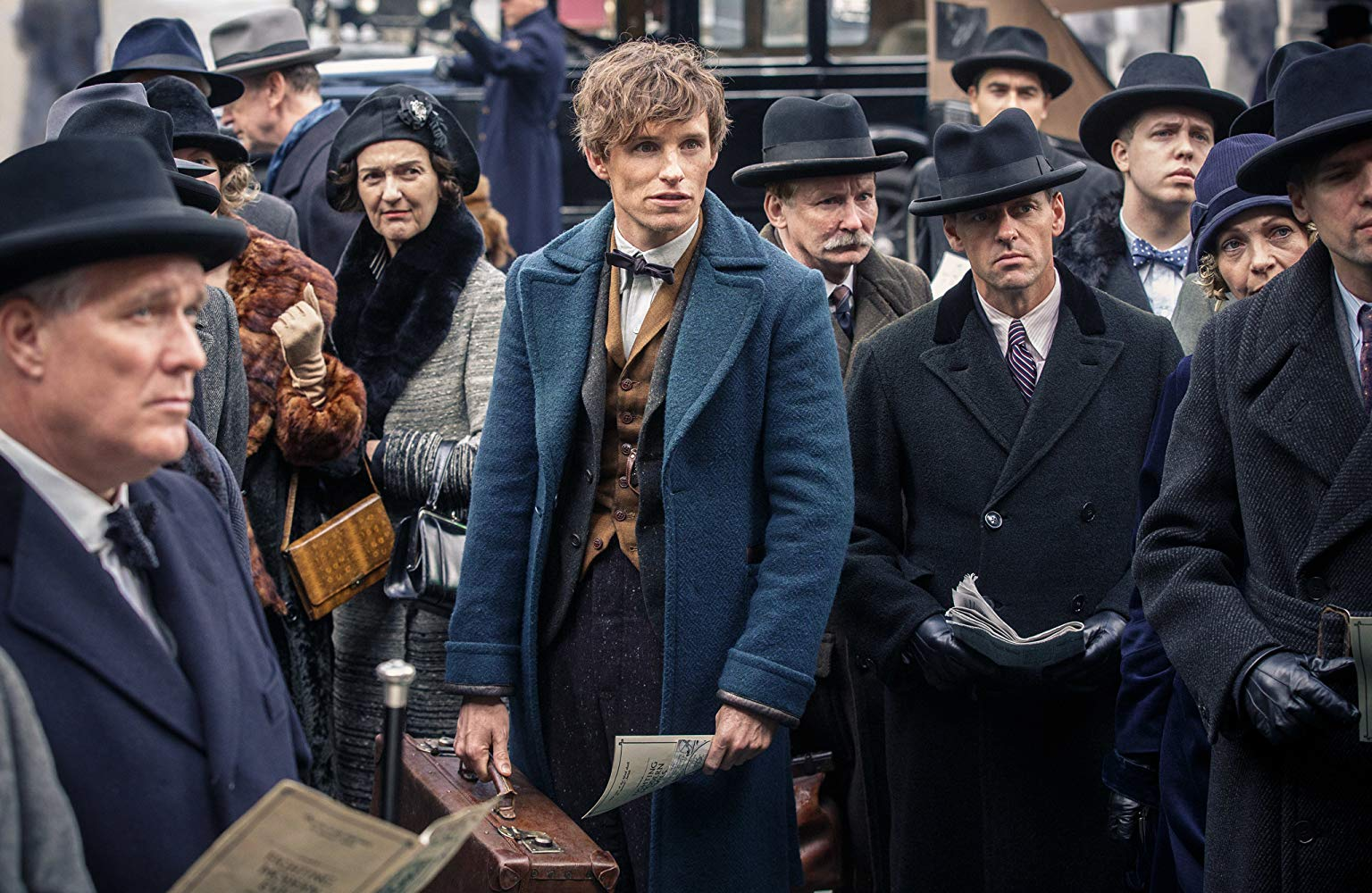 Newt Scamander (Eddie Redmayne) arrives on the streets of New York with suitcase of magical creatures in Fantastic Beasts and Where to Find Them (2016)