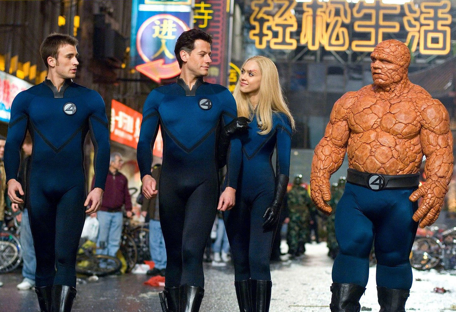 Johnny Storm/The Human Torch (Chris Evans), Reed Richards/Mr Fantastic (Ioan Gruffudd), Susan Storm/Invisible Girl (Jessica Alba), Ben Grimm/The Thing (Michael Chiklis) in Fantastic Four: Rise of the Silver Surfer (2007)