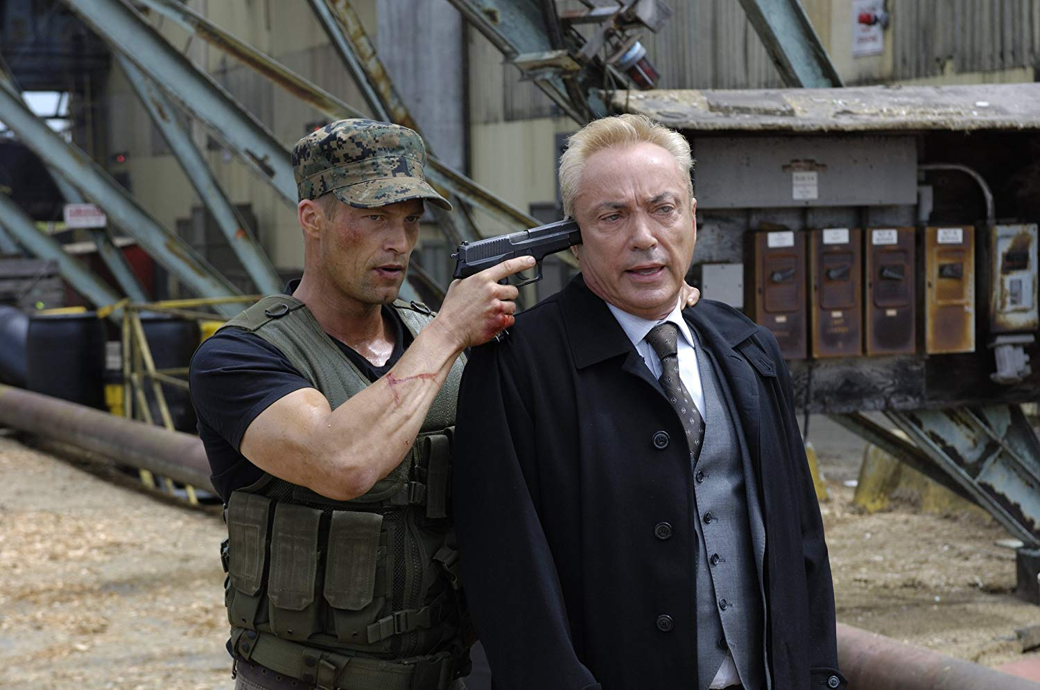 Til Schweiger takes Udo Kier prisoner in Far Cry (2008)