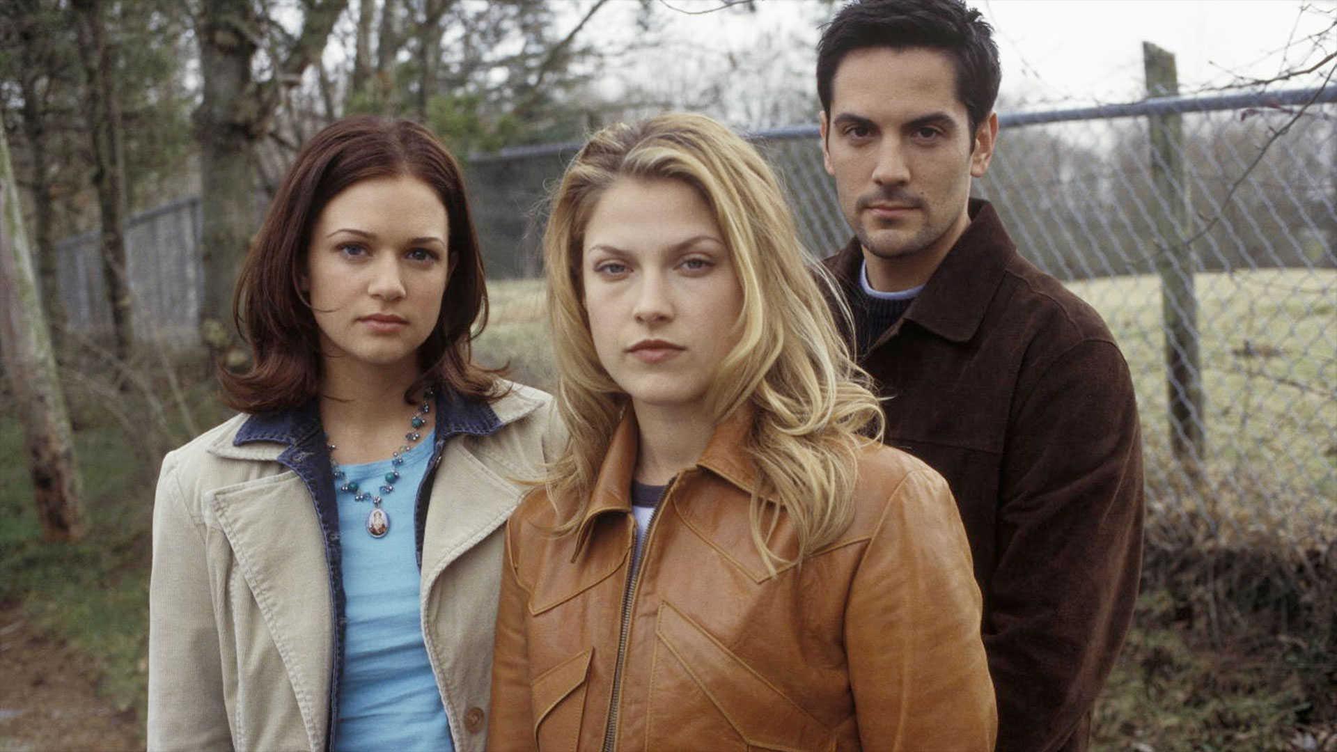 A.J. Cook, Ali Larter and Michael Landes in Final Destination 2 (2003)
