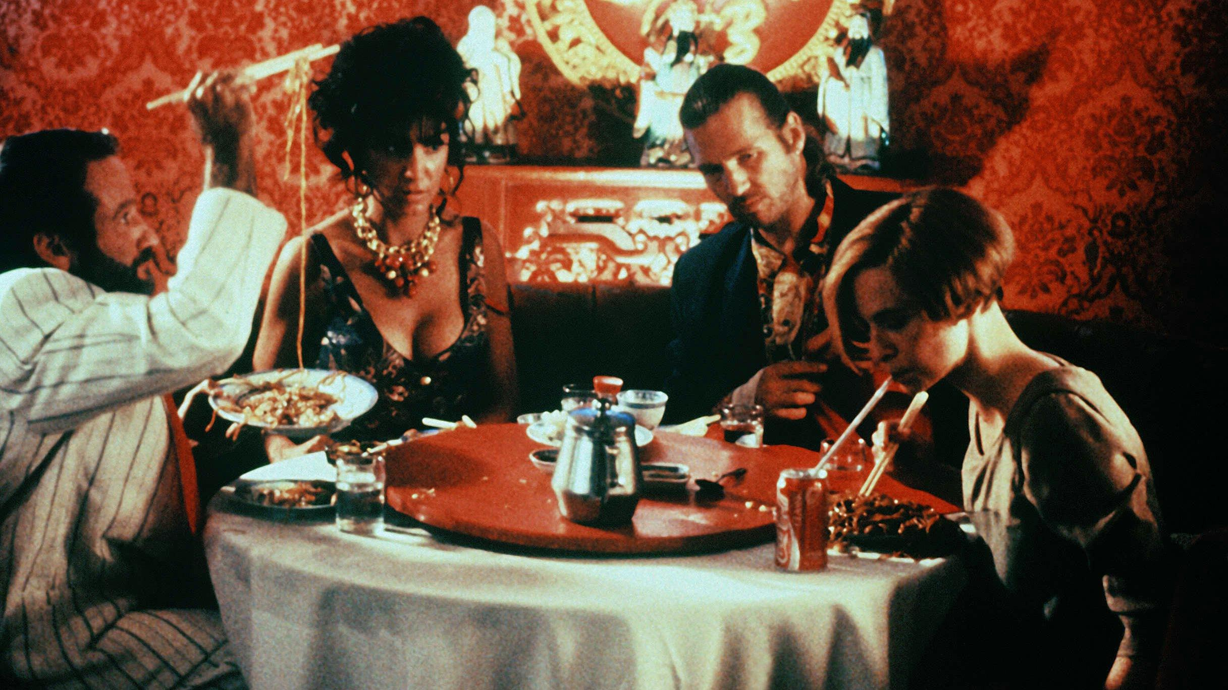 The dinner party scene - (l to r) Robin Williams, Mercedes Ruehl, Jeff Bridges and Amanda Plummer in The Fisher King (1991)
