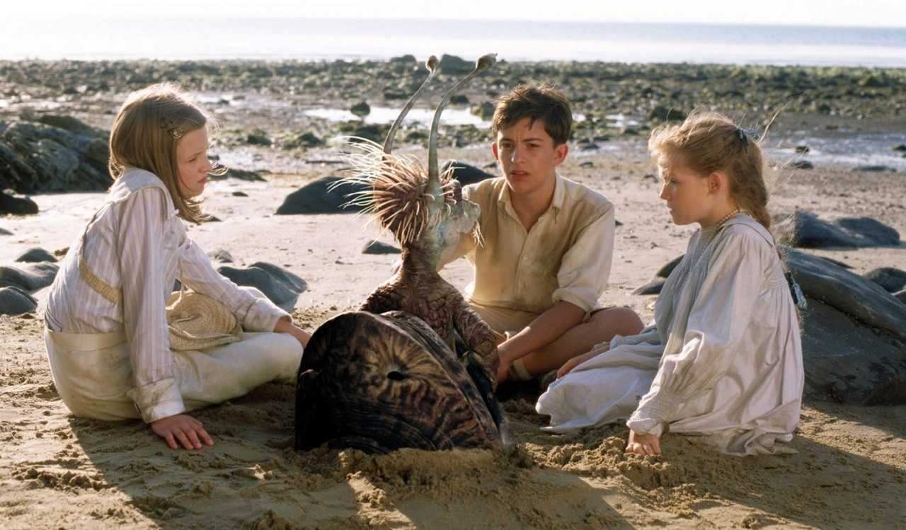 Anthea (Jessica Claridge), Cyril (Jonathan Bailey) and Jane (Poppy Rogers) with It (voiced by Eddie Izzard) in Five Children and It (2004)