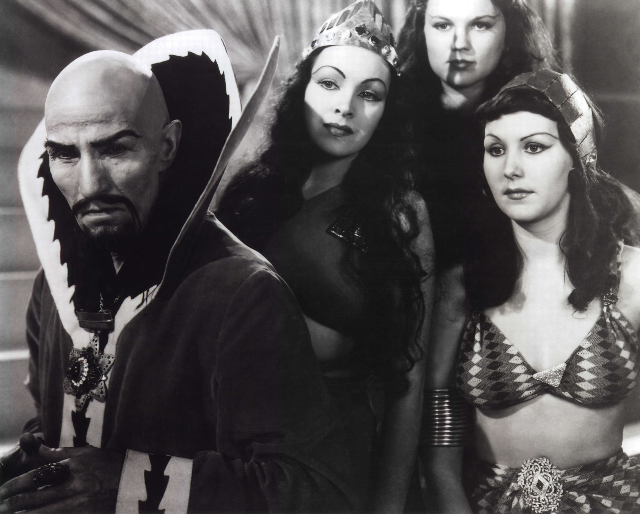 Ming the Merciless (Charles Middleton) (l) and his daughter Princess Aura (Priscilla Lawson) (to his immediate right) in Flash Gordon (1936)
