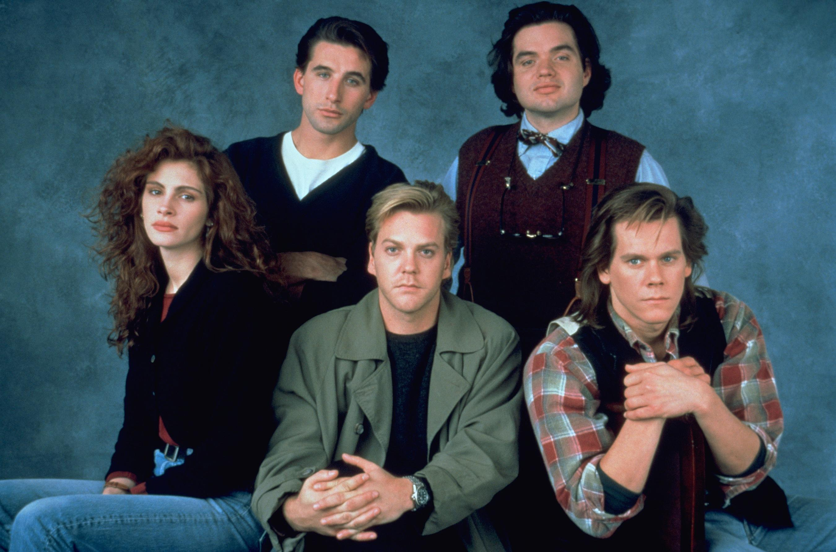 Julia Roberts, William Baldwin, Oliver Platt, Kevin Bacon and Kiefer Sutherland in Flatliners (1990)