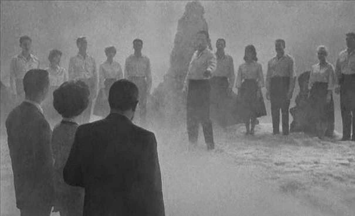 The plane's passengers meet the children of the future in The Flight That Disappeared (1961)