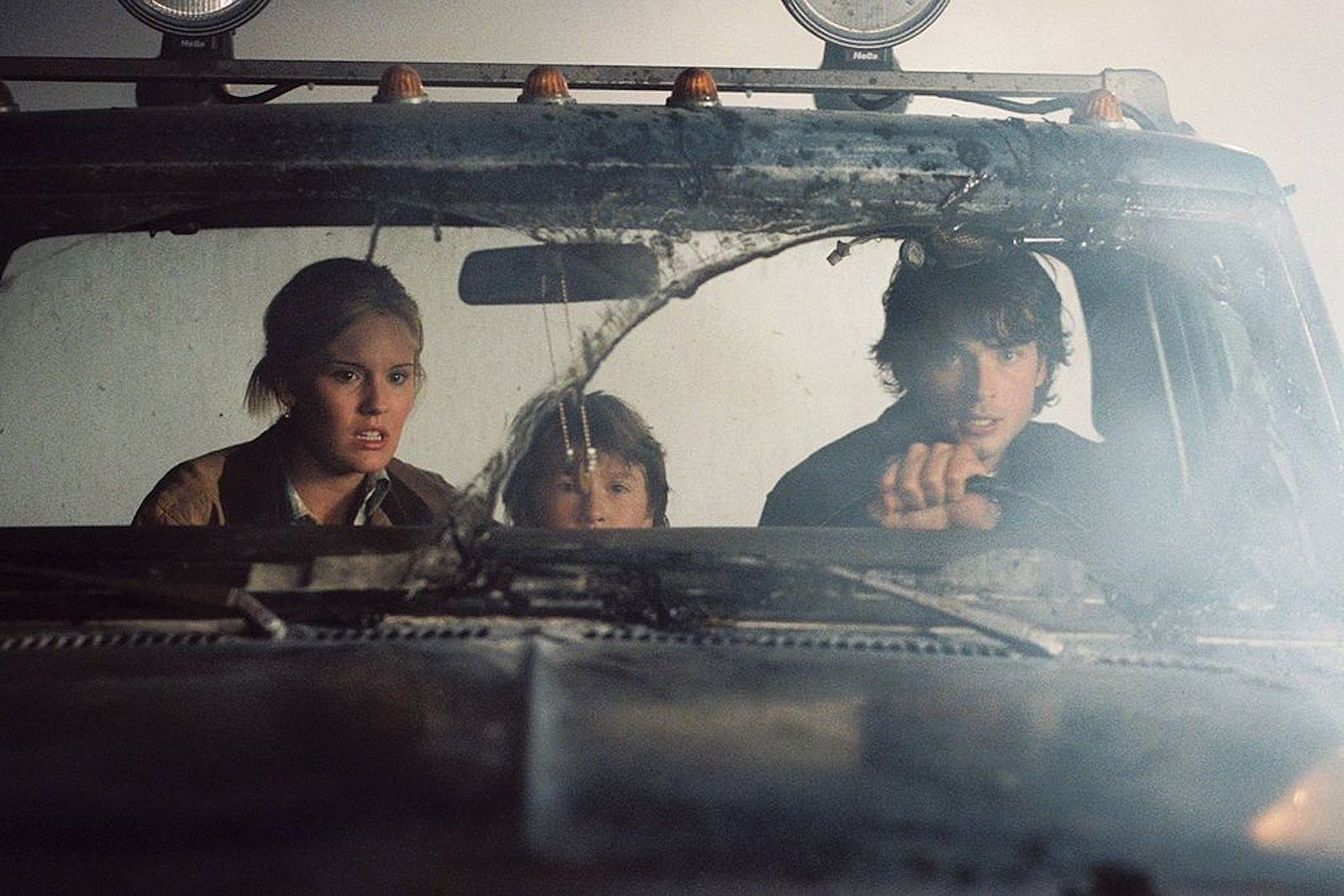 Maggie Grace, Cole Heppell, Tom Welling venture through The Fog (2005)