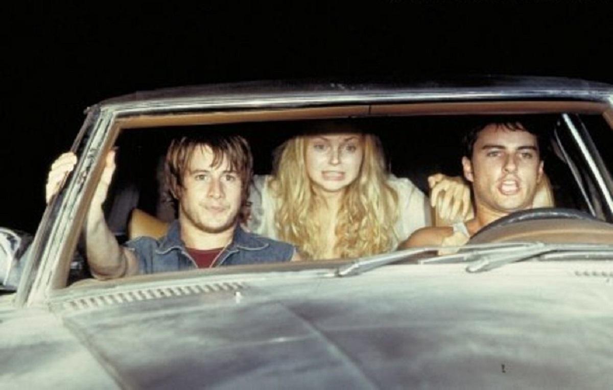 Pursuing vampires across the Texas backroads - (l to r) Brendan Fehr, Izabella Miko and Kerr Smith in The Forsaken (2001)