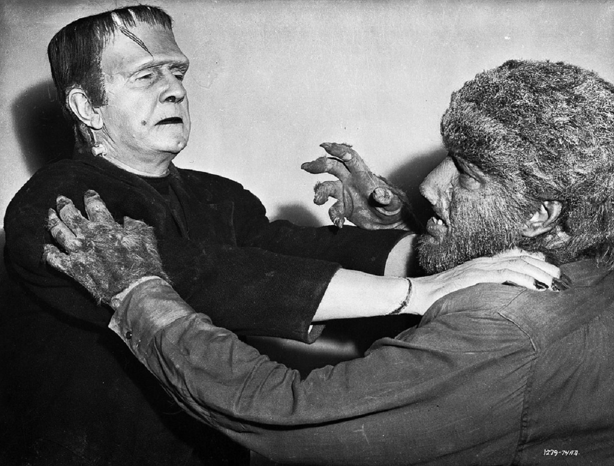 The Frankenstein Monster (Bela Lugosi) and Wolf Man (Lon Chaney Jr) clash in Frankenstein Meets the Wolf Man (1943)