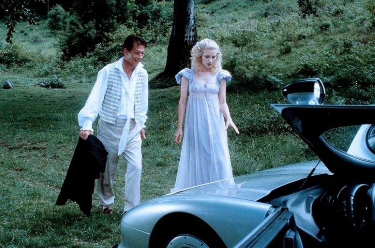 Time traveller John Hurt introduces Mary Shelley (Bridget Fonda) to his car in Frankenstein Unbound (1990)