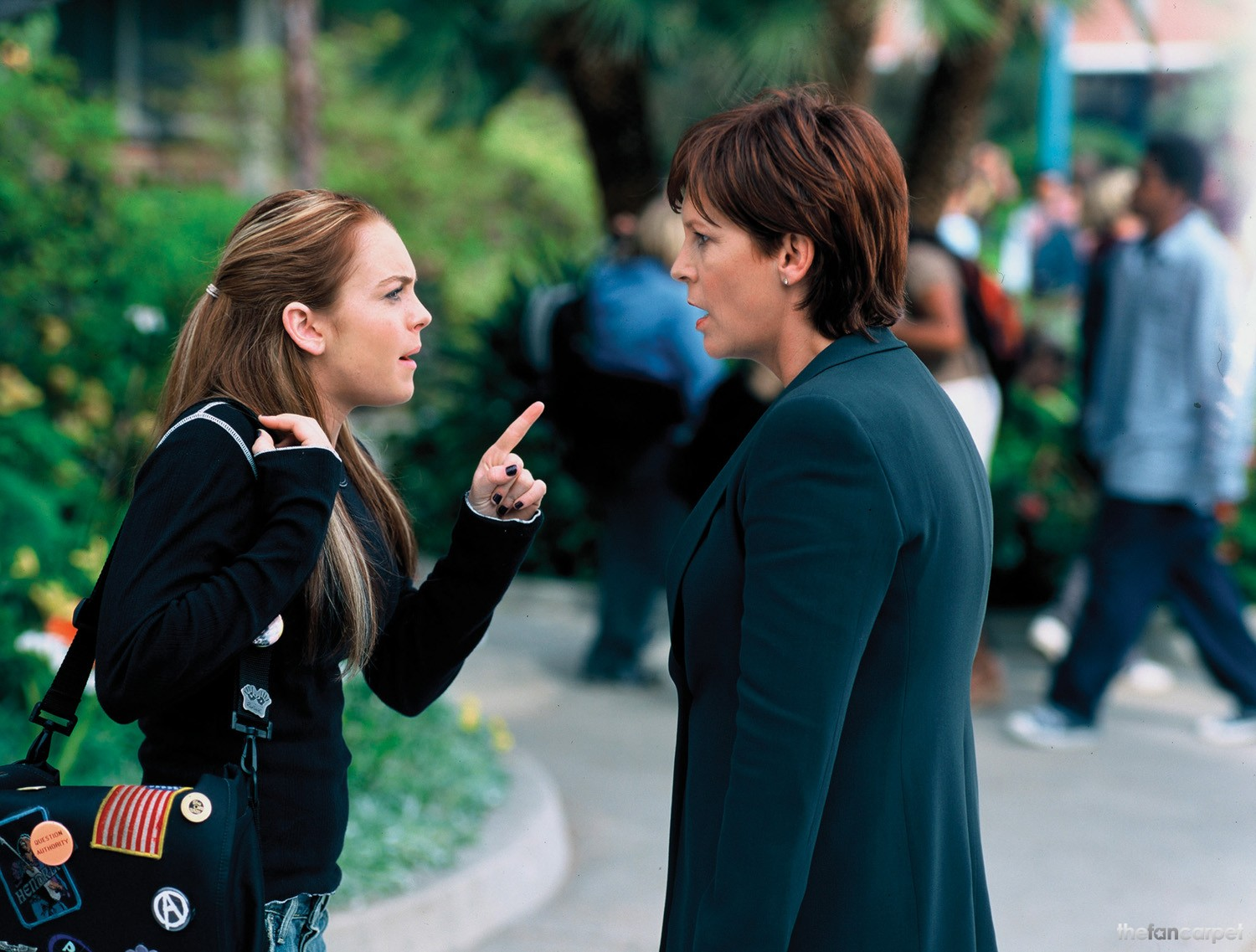 Lindsay Lohan gives Jamie Lee Curtis a telling off in Freaky Friday (2003)