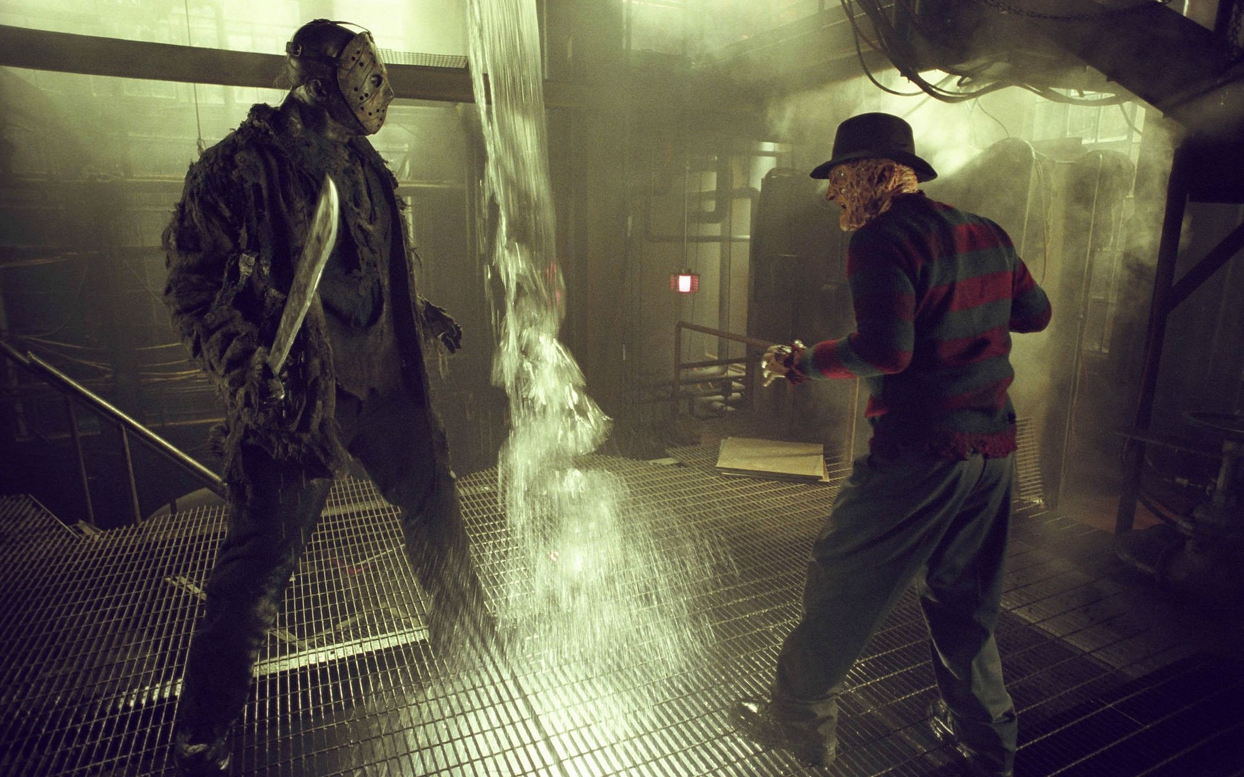 Jason Voorhees (Ken Kirzinger) and Freddy Krueger (Robert Englund) face off in Freddy vs. Jason (2003)