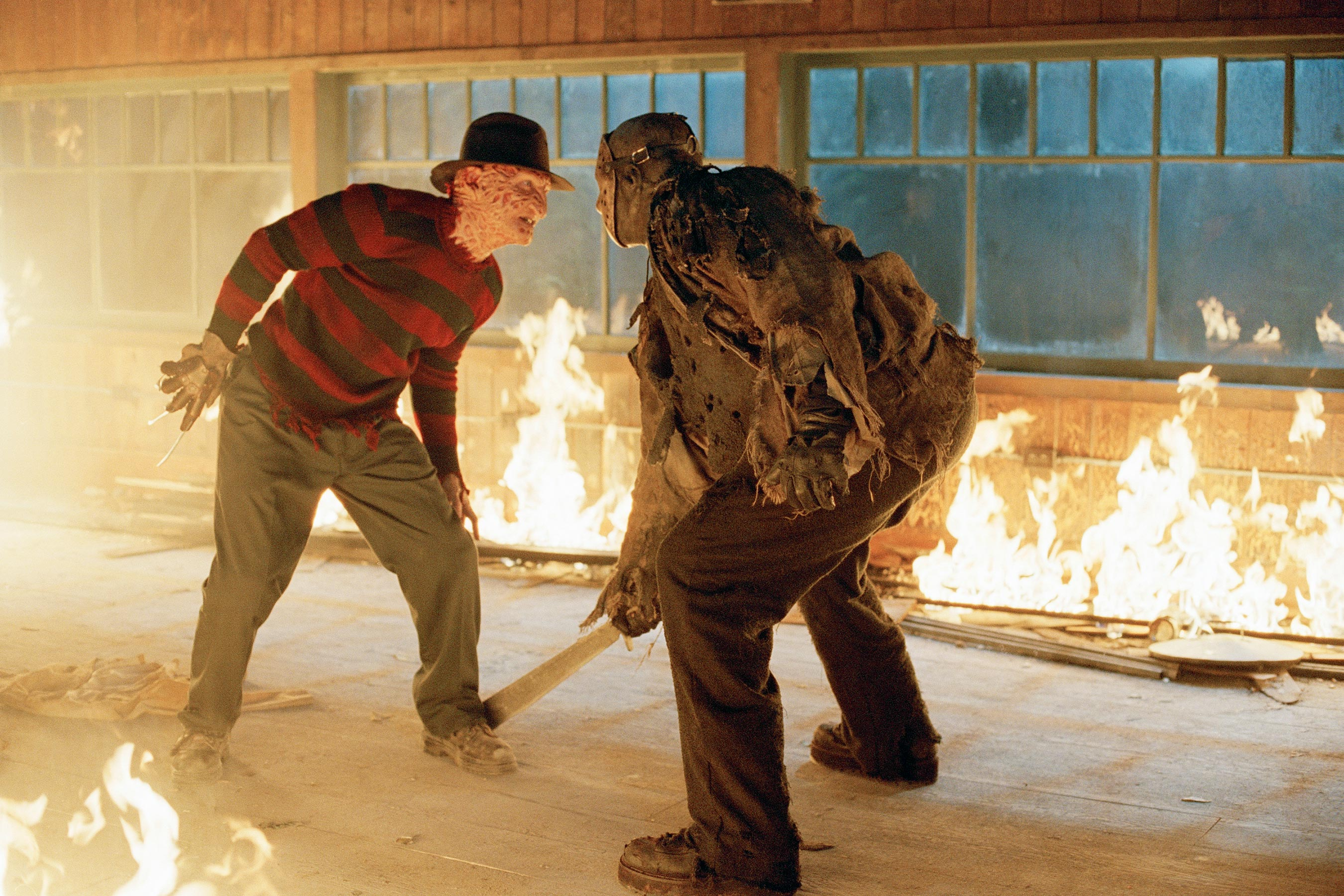 Climactic showdown between (l to r) Freddy (Robert Englund) and Jason (Ken Kirzinger) in Freddy vs. Jason (2003)