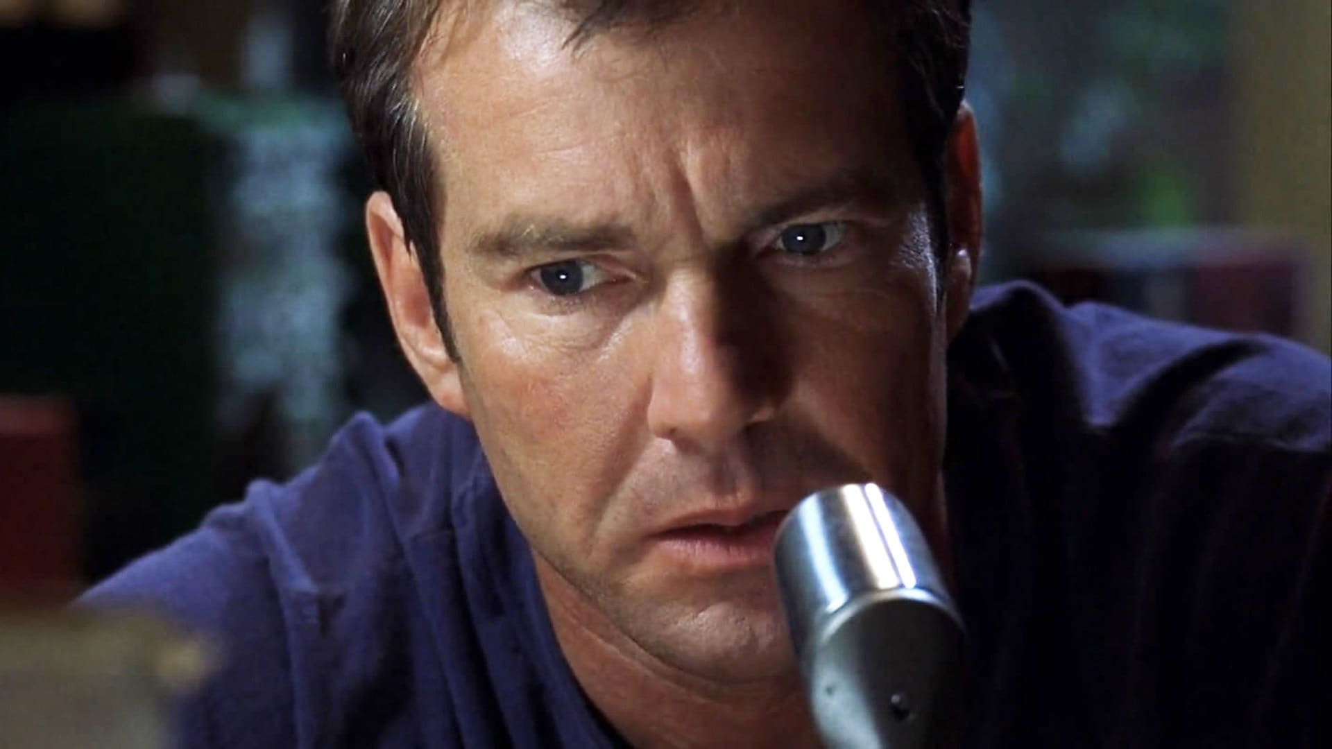 Dennis Quaid communicating by radio in Frequency (2000)