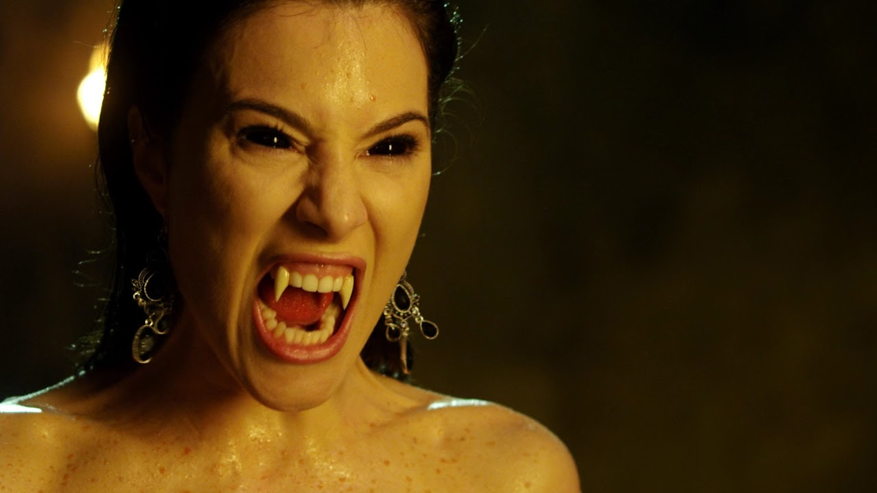 Jaime Murray bares her fangs in Fright Night 2 (2013)
