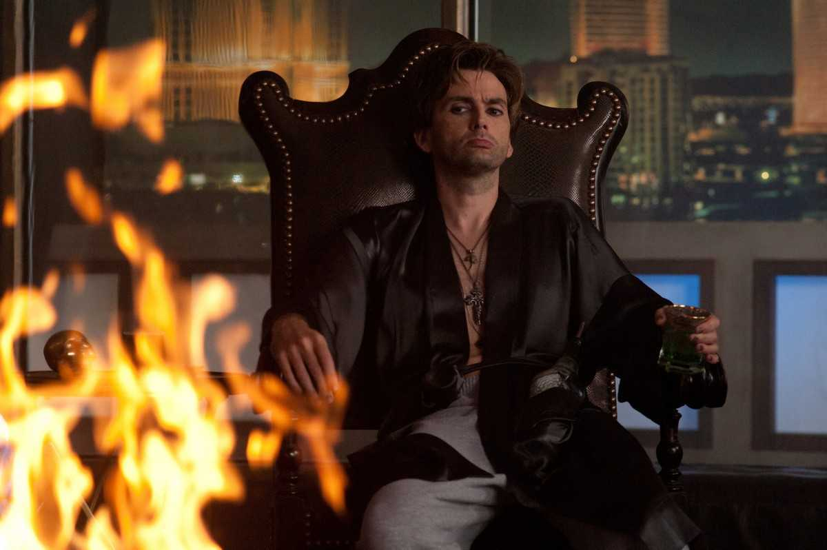 David Tennant as Peter Vincent, now rewritten as a Las Vegas stage magician, in Fright Night (2011)
