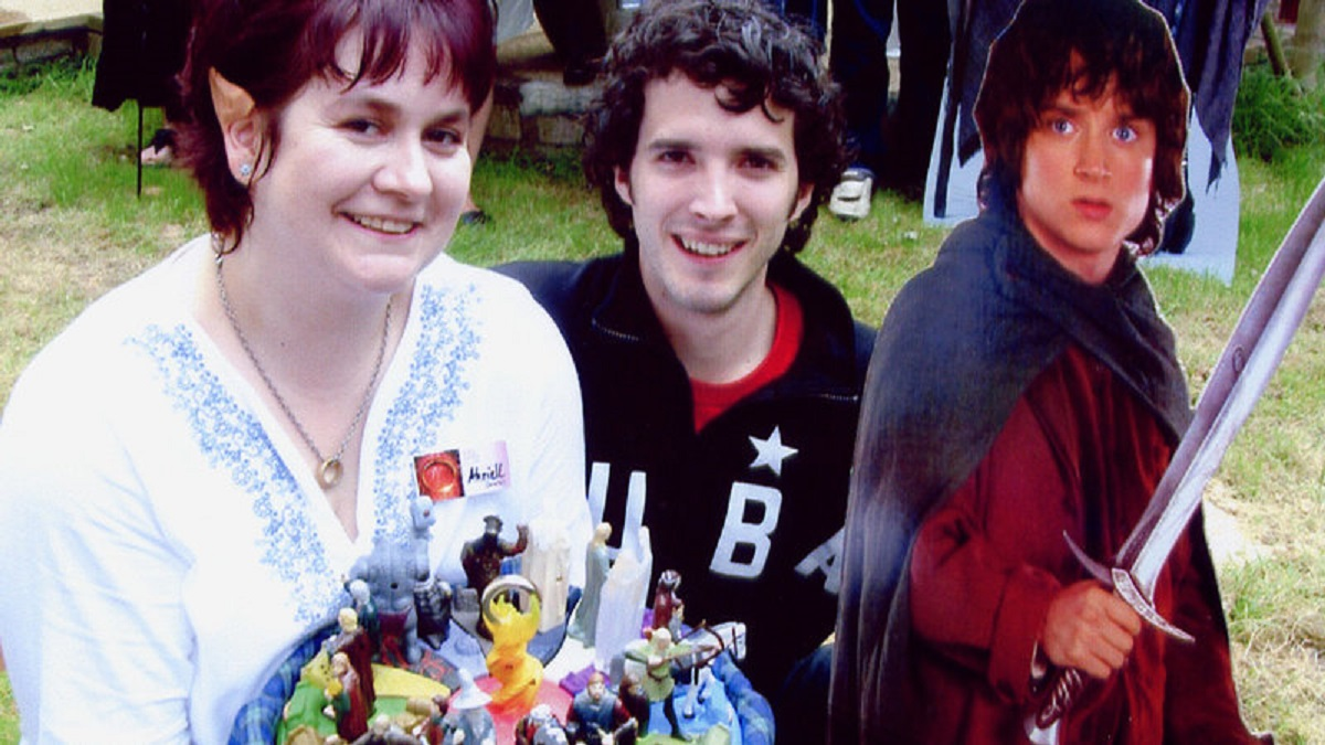 Sherry de Andres with Bret McKenzie aka the elf Figwit in Frodo is Great … Who is That!!? (2004)