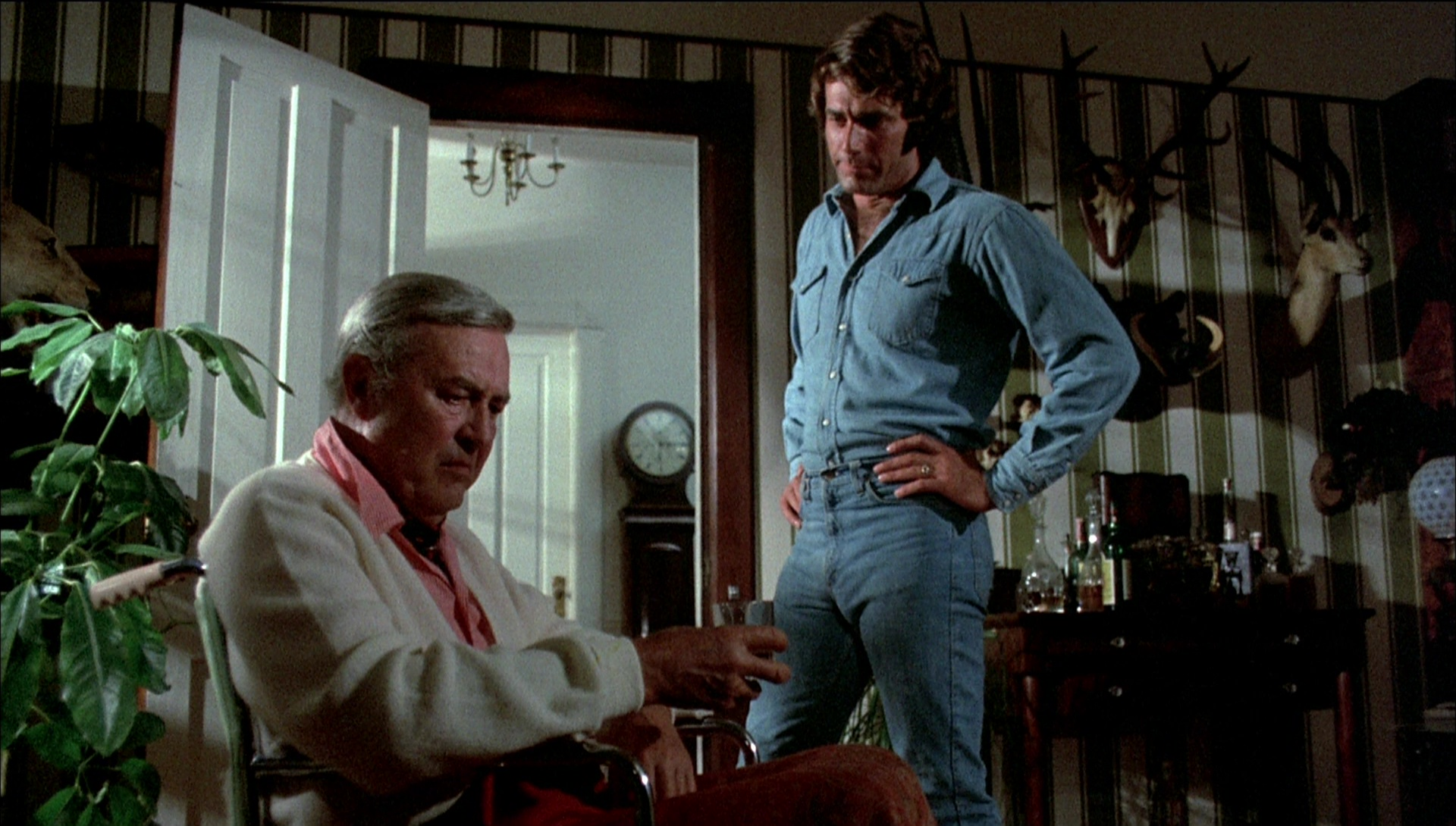 (l to r) Family patriarch Ray Milland and a young Sam Elliott in Frogs (1972)
