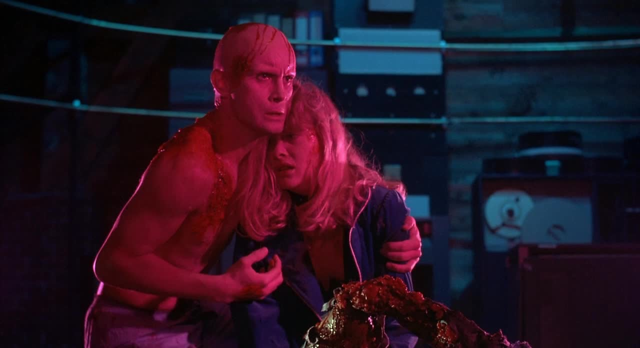 Jeffrey Combs and Barbara Crampton in From beyond (1986)