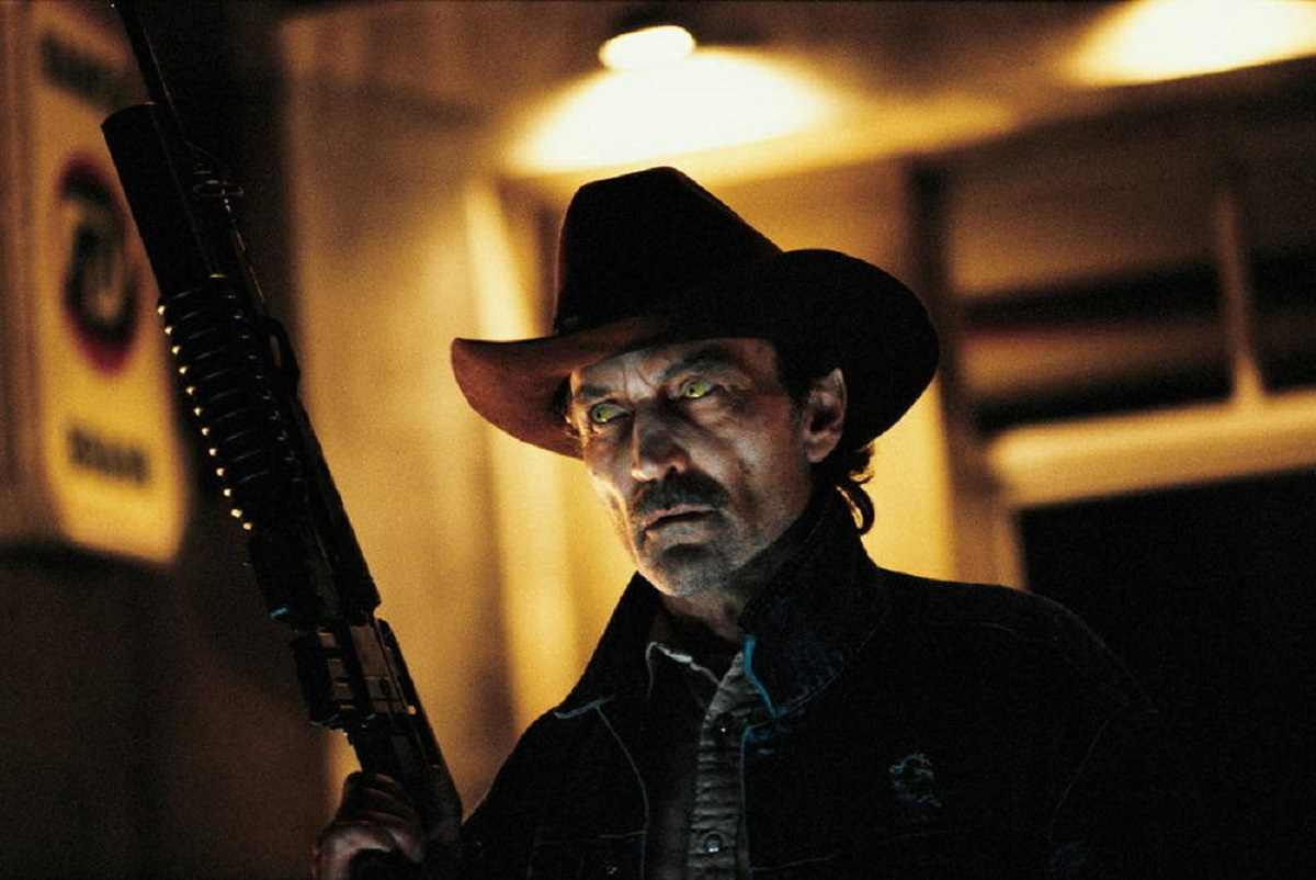 A vampire-infected Muse Watson in From Dusk Till Dawn 2: Texas Blood Money (1999)