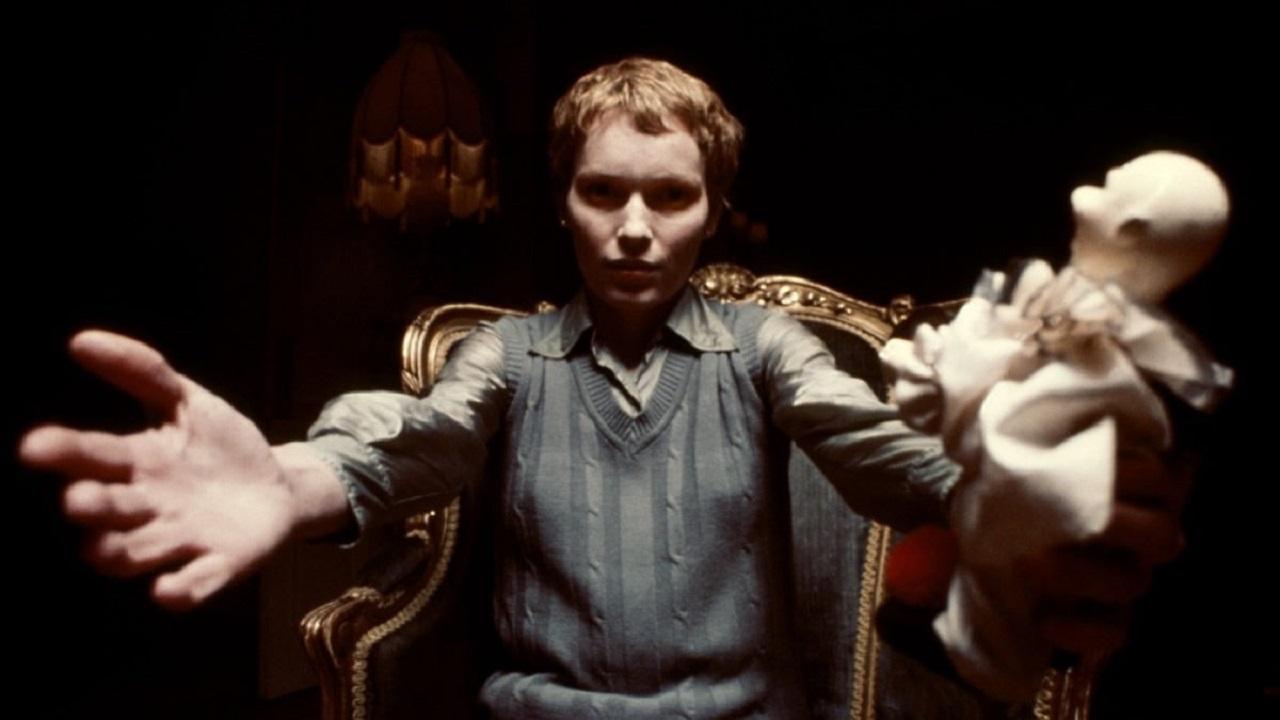 Mia Farrow as Julia Lofting in Full Circle (1977)