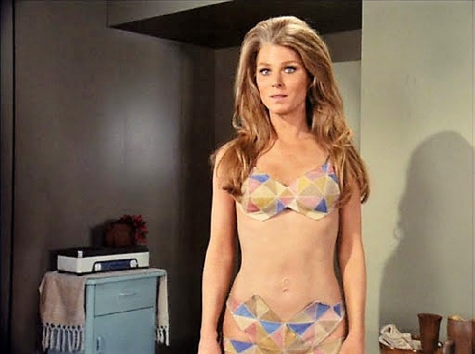 Lyra-a (Mariette Hartley) reveals her two navels in Genesis II (1973)