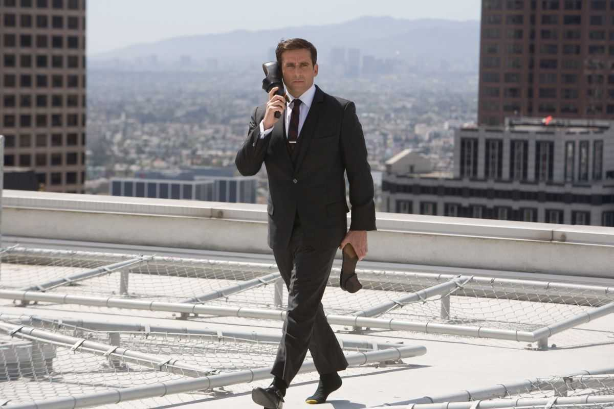 Steve Carell as Maxwell Smart with shoe phone in Get Smart (2008)