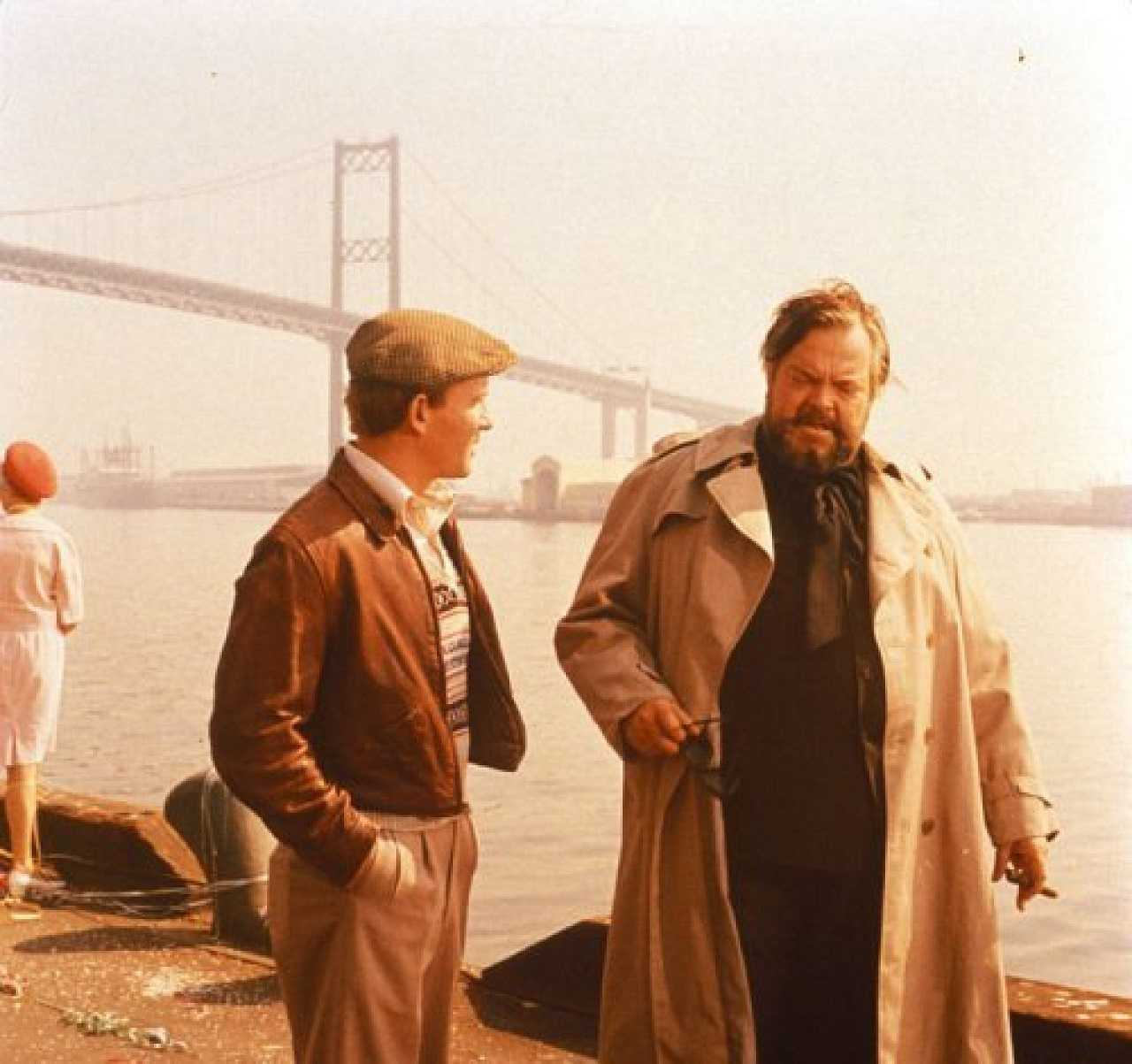 Donald Beaman (Tom Smothers) with Mr Dallesandro (Orson Welles) in Get to Know Your Rabbit (1972)