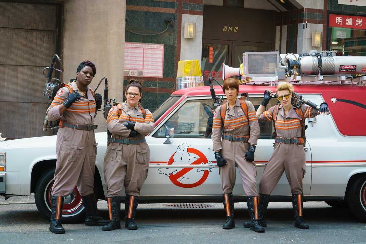 (l to r) Leslie Jones, Melissa McCarthy, Kirsten Wiig, Kate McKinnon in Ghostbusters (2016)