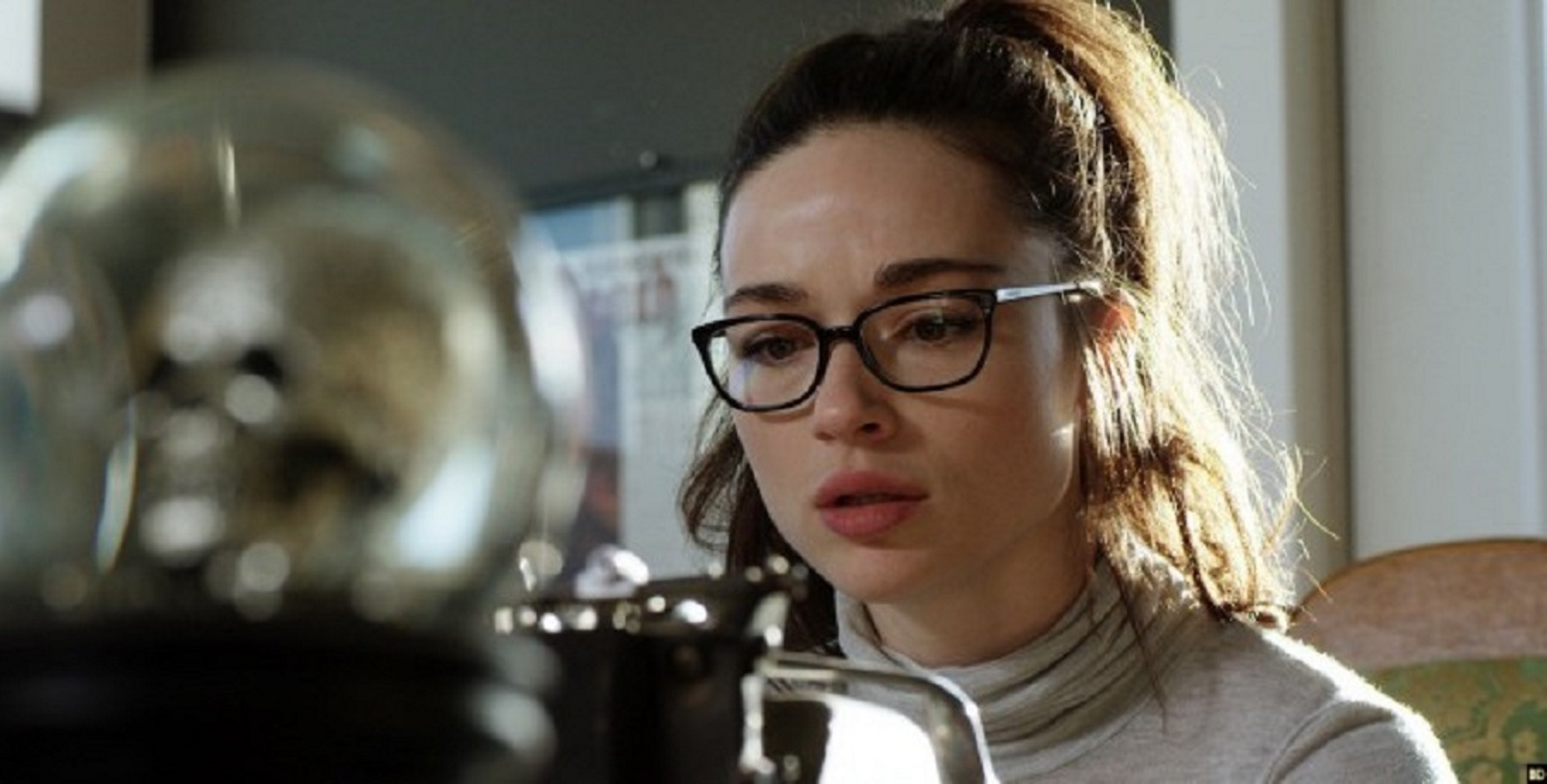 Crystal Reed as the adult Beth having become a successful writer in Ghostland (2018)