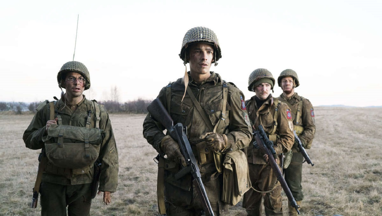 Skylar Astin, Brenton Thwaites, Kyle Gallner and Theo Rossi in Ghosts of War (2020)