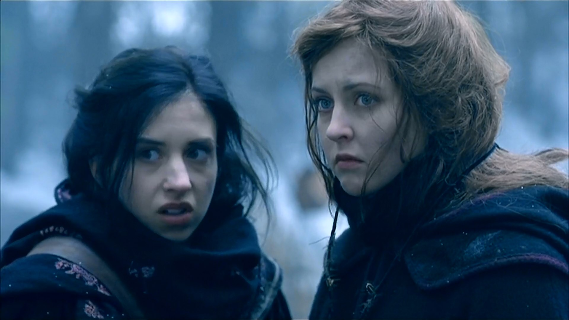 (l to r) Sisters Emily Perkins and Katharine Isabelle back in a pioneer setting in Ginger Snaps Back The Beginning (2004)